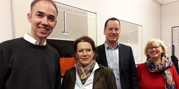 In Oldenburg sprach der Bundesausschuss mit der Geschäftsführerin des Jobcenters, Frau Giss (2.v.l.), und Herrn Fuge (3.v.l.), Bereichsleiter Markt und Integration. Außerdem im Bild: Beate Schulte (r.) und Holger Lemme (l.). Foto: © Dorothea Kroll-Günzel.