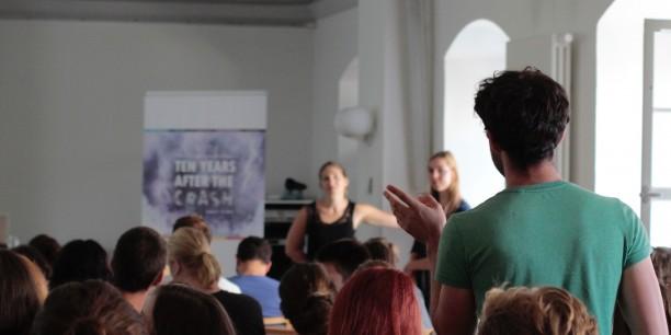 Rund 90 junge Leute sind zur 2. Sommerakademie für plurale Ökonomik nach Neudietendorf gekommen, um über neue Ansätze in Wirtschaftwissenschaft und Wirtschaftspolitik nachzudenken. Foto: (c) Lukas Böhm