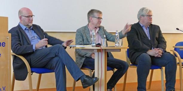 Debatte um Frieden heute: Renke Brahms, Sebastian Kranich, Michael Haspel (v.l.n.r.). Foto: © Berndt Püschel