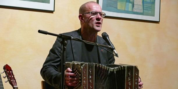 Stephan Krawczyk im Konzert. Foto: © Berndt Püschel