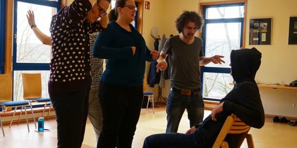 Im Workshop wurde exemplarisch an selbstentwickelten Szenen gearbeitet. Foto: © EAT