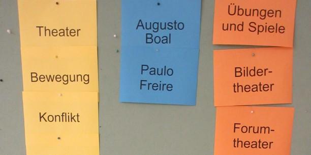 Neben dem praktischen Tun spielten die theoretischen Hintergründe nach Augusto Boal und dem Pädagogen Paulo Freire eine große Rolle. Foto © Till Baumann