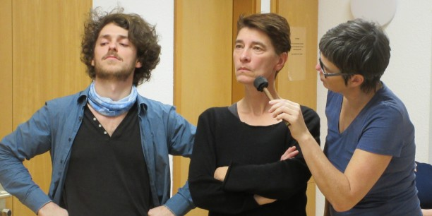 Im Workshop erarbeiteten die Teilnehmenden Forumtheaterszenen und erprobten so die Methode für ihre Bildungsarbeit. Foto: © Till Baumann