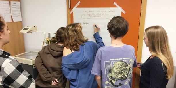 In der Zukunftswerkstatt tauschten sich die Jugendlichen über Dinge aus, die sie in der Gesellschaft gern verändern würden ... Foto: © EAT