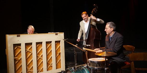 Nach der Buchpräsentation gab das Wölk-Trio ein Konzert und präsentierte Jazz-Variationen bekannter Choräle und Lieder aus der Lutherzeit. Foto: ©EAT