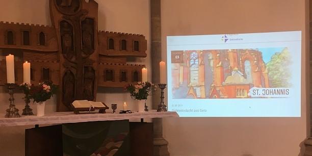 An der Online-Andacht in der Geraer St. Johanniskirche beteiligten sich die Gäste der Veranstaltung und eine zehnmal größere Gemeinde über das Internet. Foto: © Holger Lemme/EAT