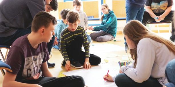 """""""Welchen (Alltags-)Gegenstand würdet ihr gern erfinden und warum?"""" - Politische Bildung zum Anfassen während des vergangenen Minecraft Redstone-Workshops in der Jugendbildungsstätte Junker Jörg. Foto: @Désirée Reuther/ EAT"""