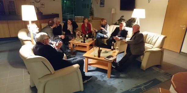 Die Gespräche gehen auch nach dem offiziellen Programm weiter. Foto: © Jan Schönfelder/EAT