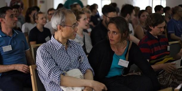 Rund 100 junge Leute diskutieren mit 20 Referentinnen und Dozenten über ökonomische Ansätze und Theorien, die an den Hochschulen nur am Rande gelehrt werden. Foto: © EAT/Hannah Beck