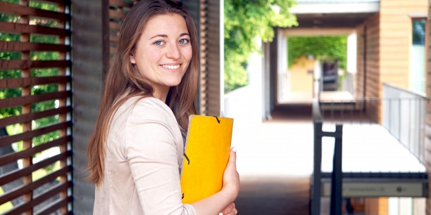 Carina Rüllich unterstützt in ihrem FSJ Kultur noch bis zum 1. August 2018 die Arbeit der Evangelischen Akademie Thüringen in Neudietendorf. Foto: ©Annekathrin Härter/ EAT