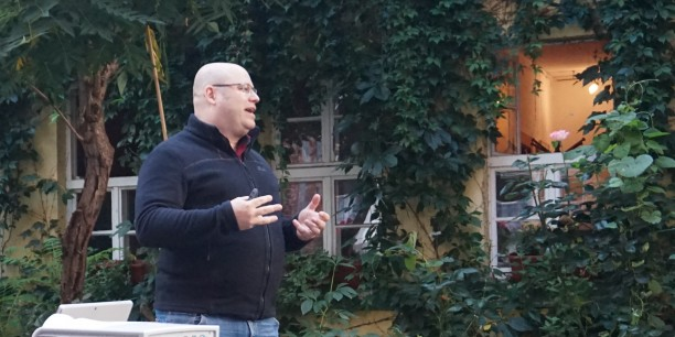 """Dr. Markus Hünemörder von der Ludwig-Maximilian-Universität München ist Experte für amerikanische Geschichte und für """"Die Simpsons"""". Foto: (c) EAT"""