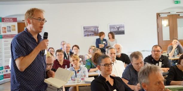 Die Tagungsgäste engagieren sich in den Diskussionen in Arbeitsgruppen und im Plenum. Foto: © Sebastian Tischer
