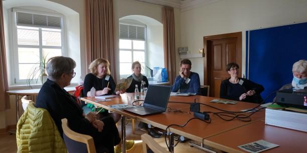In den nachmittäglichen Workshops sprachen die Teilnehmenden über Beispielprojekte aus Nöbdenitz, Tonndorf und der Dübener Heide. Foto: © Funk/EAT