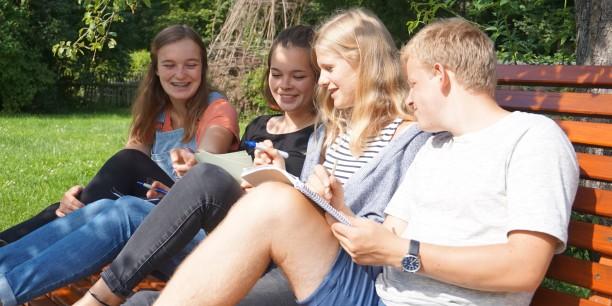 Schülerinnen und Schüler der Jenaplan-Schule aus Jena beim Nachdenken. Foto: ©Désirée Reuther