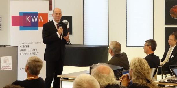 Minister Wolfgang Tiefensee diskutierte mit den Teilnehmenden die digitale Strategie der Thüringer Landesregierung. Foto: (c) Nora Langerock-Siecken