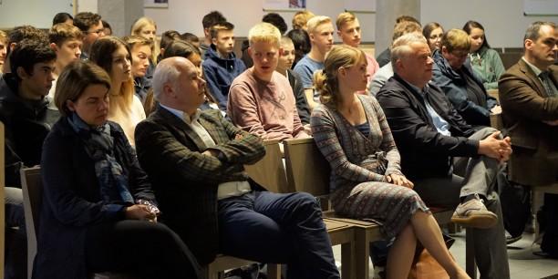 Mit Spannung wurde die Abschlusspräsentation der Schüler*innen aus Gotha und Coburg verfolgt. Foto: ©Désirée Reuther