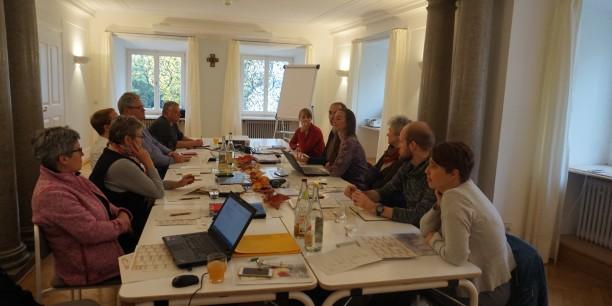 Das Team der Evangelischen Akademie Thüringen bei einer der vielen Besprechungsrunden während der Klausur in Tutzing. Foto: ©Désirée Reuther