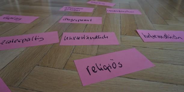 Im Workshop wurden Themen zunächst aus der Perspektive persönlicher Erfahrungen betrachtet. Zum Beispiel: Was bedeutet mir Religionsfreiheit? Foto: ©Désirée Reuther/ EAT