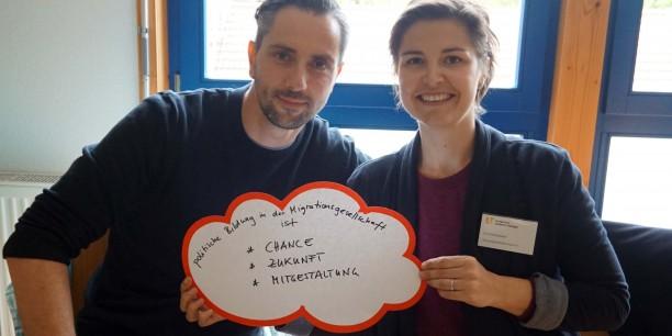 """""""Chance, Zukunft, Mitgestaltung"""" sind für Adrian Blechschmidt (IBS Erfurt) und Sara Kehnscherper (Kindersprachbrücke Jena e.V.) die wichtigsten Schlagworte zur politischen Bildung. Foto: © EAT"""