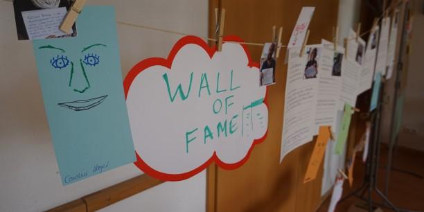 """An der """"Wall of Fame"""" konnten sich alle Teilnehmenden vorstellen, ihre Stärken benennen und nach möglichen Kooperationspartnern oder -partnerinnen suchen. Foto: © EAT"""