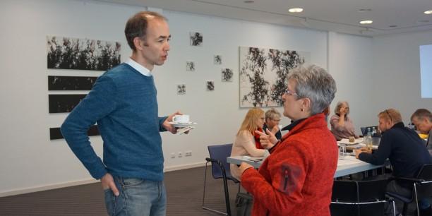 Zeit für kollegialen Austausch: Holger Lemme und Monika Gräf beim Pausengespräch. Foto: © EAT