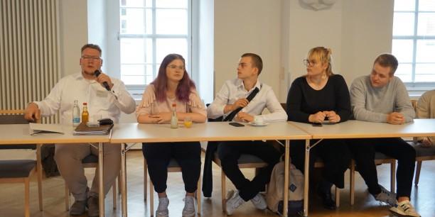 Beeindruckend: das Filmprojekt der Schülerinnen und Schüler der Ev. Gemeinschaftsschule Erfurt (li: Lehrer M. Ulonska). Foto: © EAT