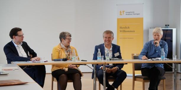 Bei der Podiumsdiskussion sprachen (v.l.n.r.) Prof. Dr. C. Spehr, I. Junkermann, Dr. Sebastian Kranich und Dr. Susanne Böhm. Foto: © EAT