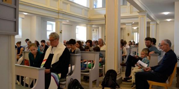 Zusammen mit der Gemeinde wurden u.a. Lieder von Gerhard Schöne gesungen. Foto: (c) Karin Marschall