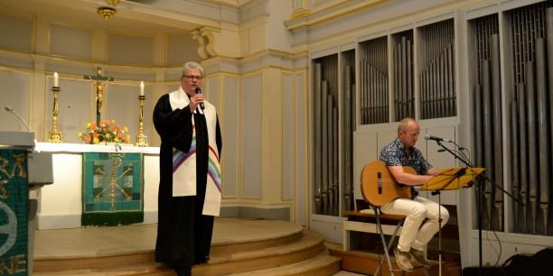 Akademiedirektor Prof. Dr. Michael Haspel, der die Predigt hielt und Gemeindediakon Dirk Marschall, der den Gottesdienst musikalisch gestaltete. Foto:(c) Karin Marschall