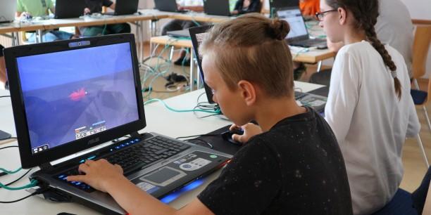 Spielend lernen - Im Minecraft-Ferienworshop setzten Jugendliche sich mit dem Mittelalter auseinander. Foto: © Désirée Reuther/EAT