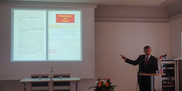 Prof. Dr. Helmuth Kiesel trägt zu Ernst Jünger vor. Foto: ©EAT