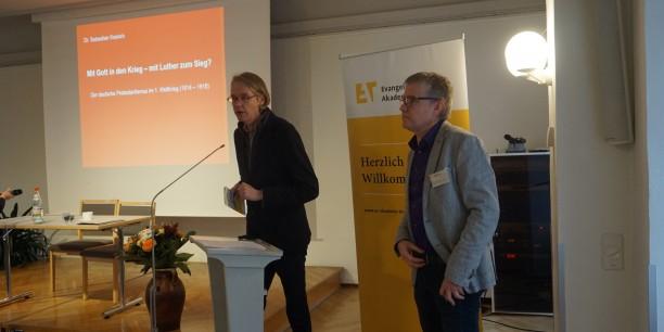 Um die Stellung der Kirche ging es im Vortrag von Dr. Sebastian Kranich mit anschließender Diskussion, die von Prof. Dr. Alf Christophersen moderiert wurde. Foto: ©EAT