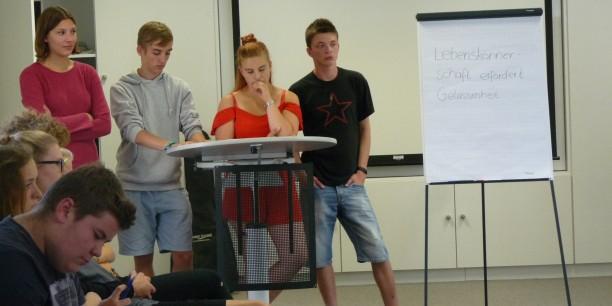 Die Schüler präsentieren ihre Gedanken. Foto: (c) Désirée Frahnow
