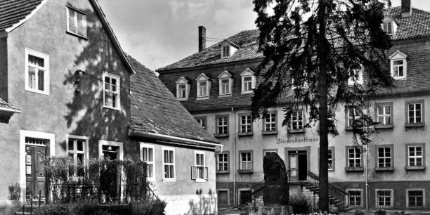 1991 nahm die Akademie ihre Arbeit im Zinzendorfhaus auf. Das Zinzendorfhaus war bis dahin ein Rüstzeitheim der Evangelisch-Lutherischen Kirche Thüringens - nun fanden dort auch Akademieveranstaltungen statt.