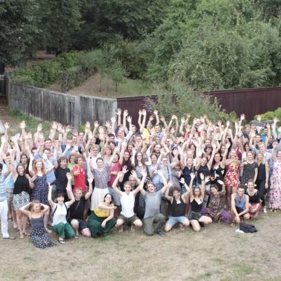 90 Teilnehmende und 23 Dozentinnen sowie Dozenten aus 16 Ländern kamen zur Sommerakademie für Plurale Ökonomik nach Neudietendorf. Foto: ©Lukas Böhm