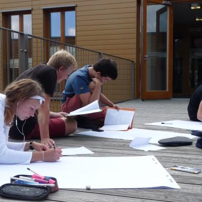 Schülerinnen und Schüler der Jenaplan-Schule bei den Vorbereitungen während der DenkWege zu Luther Projektwoche. Foto: ©Désirée Frahnow