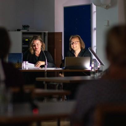 "Yvonne Andrä und Stefan Petermann lesen aus ""Jenseits der Perlenkette"". Foto: © JM Mendizza"
